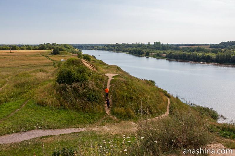 Вид с кургана Вещего Олега на урочище Сопки и Волхов, Старая Ладога