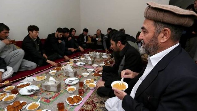 4702 Can Sunni Muslims eat with Shia Muslims 01