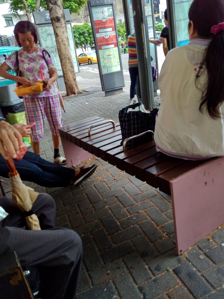 台南火车站公交车站