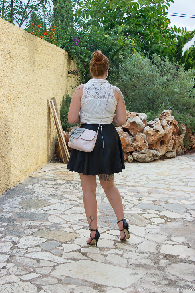 Outfit_Spain_altea_leatherskirt_white_shirt-10