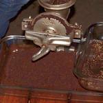 Frisch gemahlene geröstete Kakaobohnen