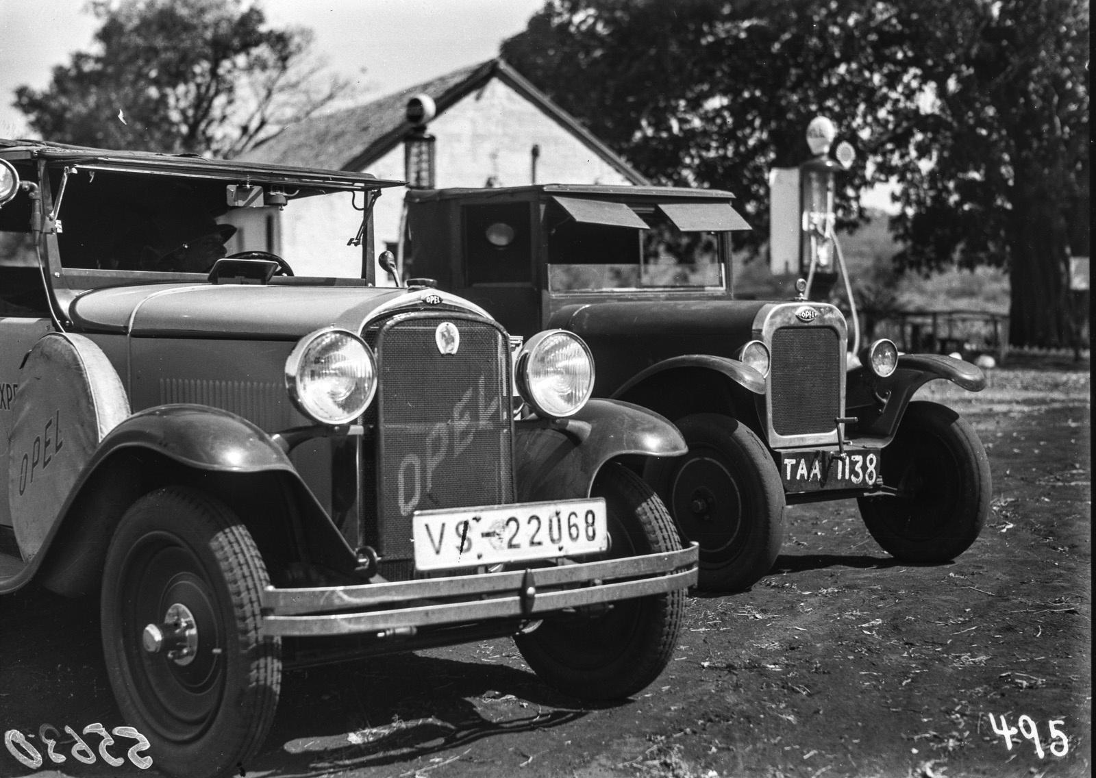 Нижняя Саби. Две экспедиционные машины Opel