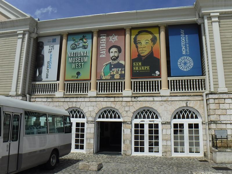Национальный музей растафарианства и окрестности Монтего-Бэй