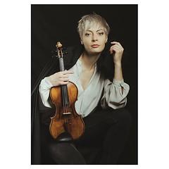 Jean unleashed! . #xt3 #fujixt3 #fujifeed #fujifilm #fujilove #fujifilmfrance #myfujilove #fujifilm_xseries #fujifilmnordic #fujifilmme #fujifilm_uk #fujixfam #twitter #geoffroyschied #35mmofmusic @verenamariafitz #munich #portrait #musician #violinist #f