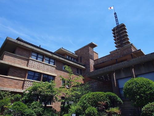 まんぷくロケ地・甲子園会館客室棟と正面玄関