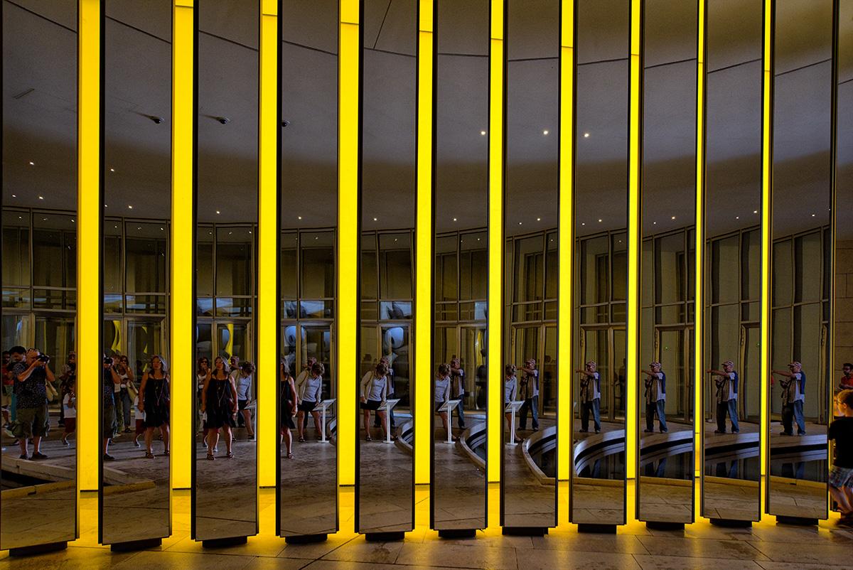 jeux de reflets à la Fondation Louis Vuitton 44503183404_8df7b8a467_o