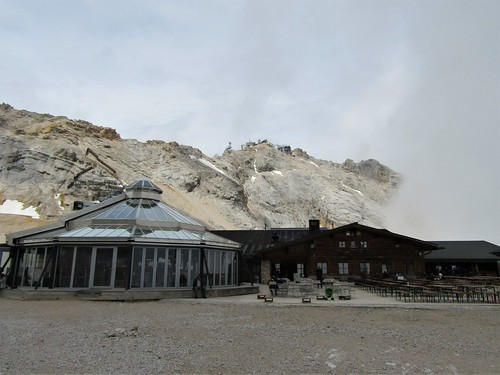 restaurants close to the Schneeferner Glacier on the Zugspitze