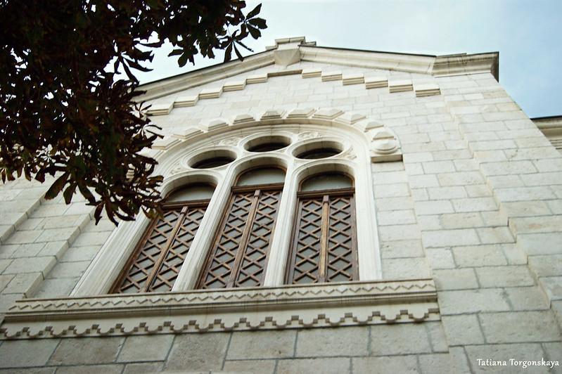Окно собора Св. Преображения, вид с улицы