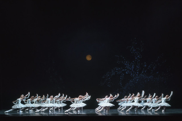 Artists of The Royal Ballet in La Bayadère © 2018 ROH. Photographed by Bill Cooper