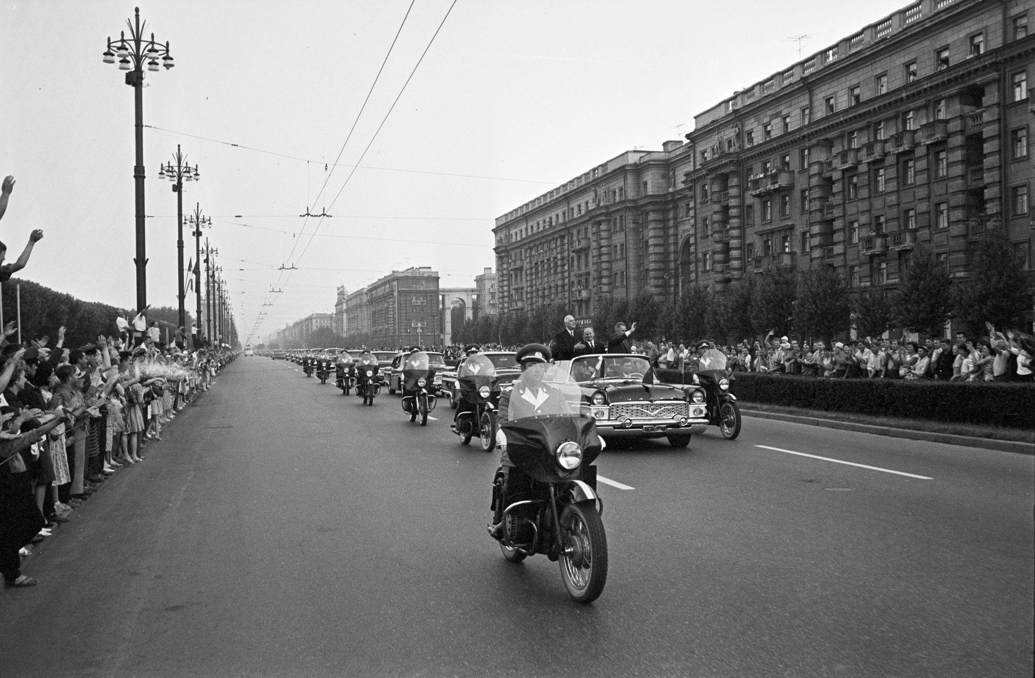 Шарль де Голль в Ленинграде. Кортеж на Московском проспекте
