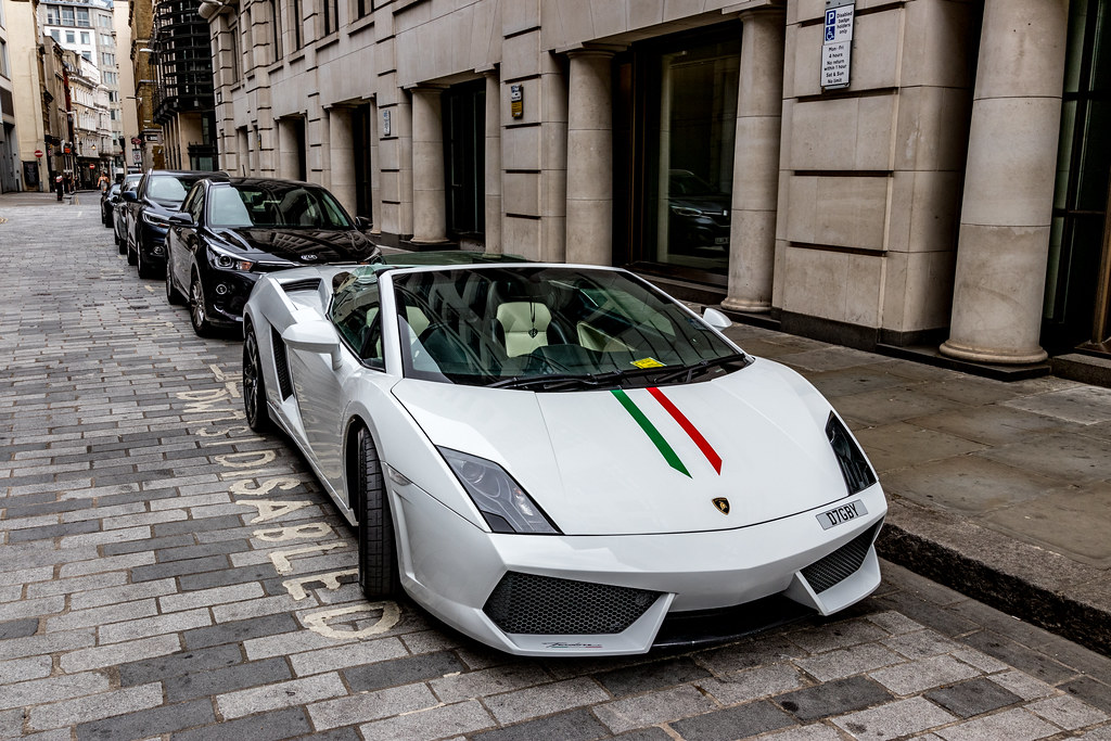 2010 Lamborghini Gallardo LP560-4 Spyder + parking ticket....