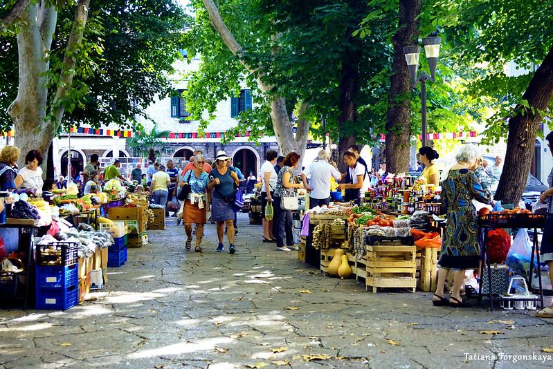 Утро на рынке в Требине