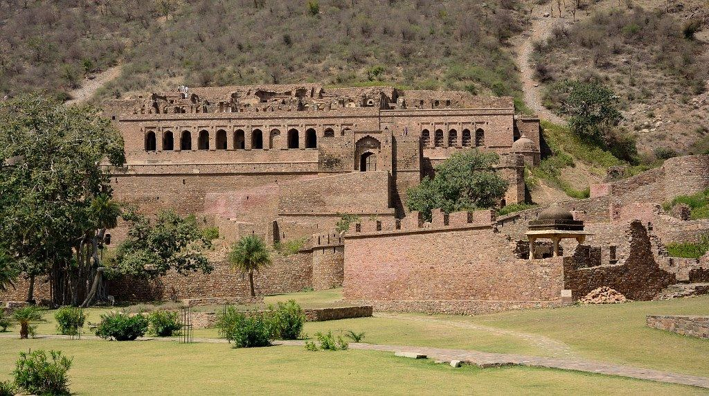 A Day In The Bhangarh Fort