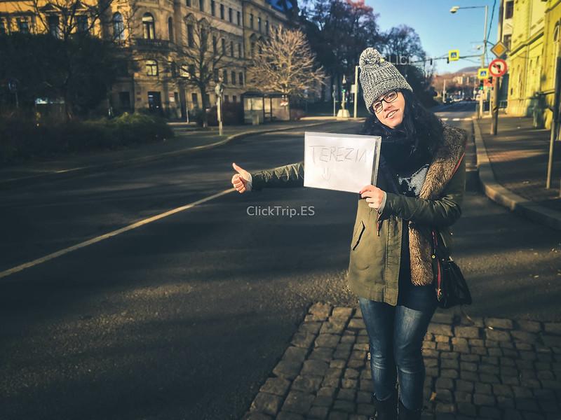 · Haciendo autostop en Terezín ·