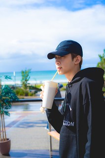 guanlin_with_smoothie