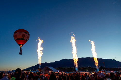 aibf2018 night patrol sunrise fiesta dawn mountains 5d3 canon burners new air flame balloon hot mexico moon canonintheclouds albuquerque fire nm cresent newmexico unitedstates us