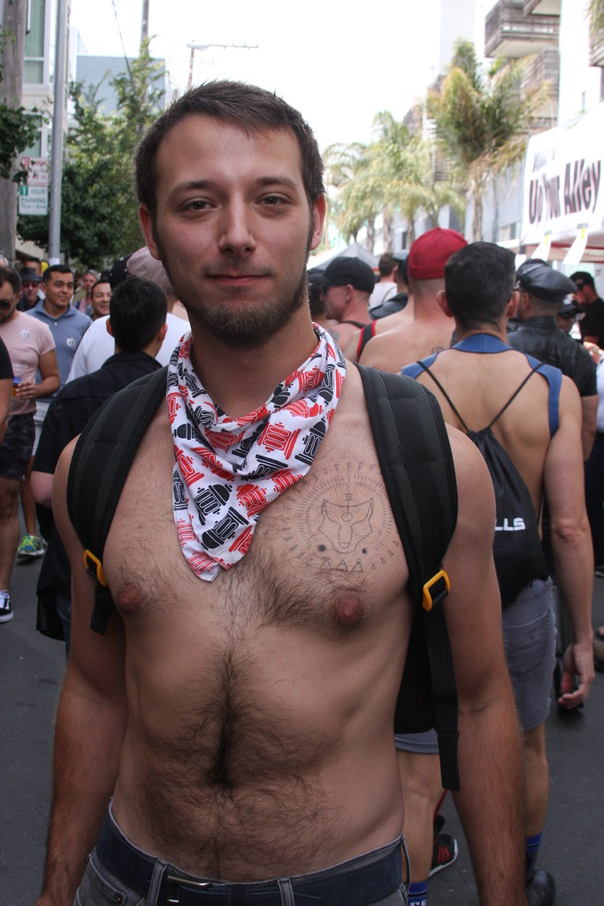 DAMN CUTE YOUNG HAIRY MUSCLE STUD ! DORE ALLEY FAIR 2018 ! ( safe photo )