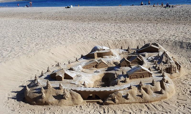 Châteaux ou Chalets...de sable. 44291050724_c959c6fdac_c