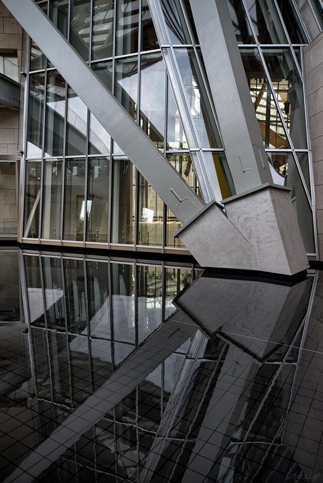 jeux de reflets à la Fondation Louis Vuitton 44503194484_c74236bc9b_o