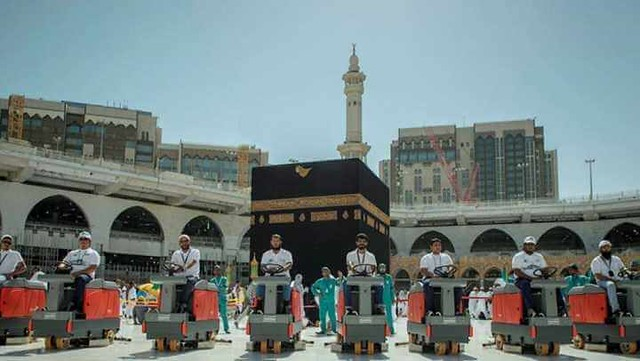 4754 The Grand Mosque hires 85 Saudis to work as Cleaners 01