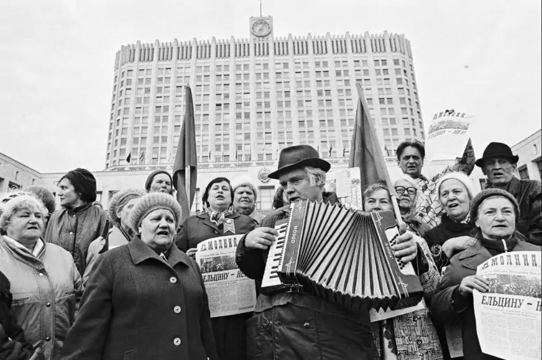 С гармошкой против Ельцина