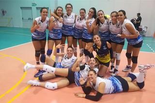 La Maxima volley festeggia la vittoria a Gioia