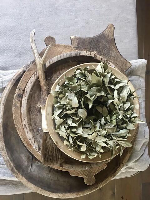 Houten schalen olijfbak gewei groene toef