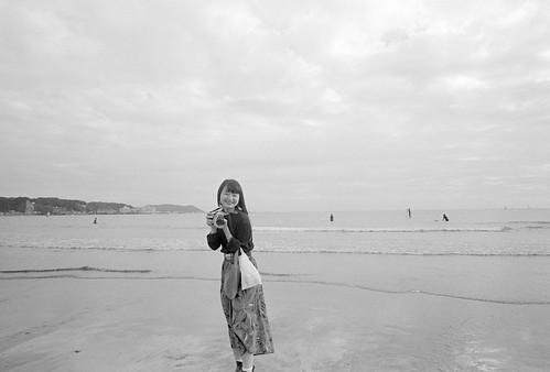 海辺のカメラ女子