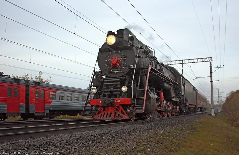 Паровоз ЛВ-0182 с туристическим поездом