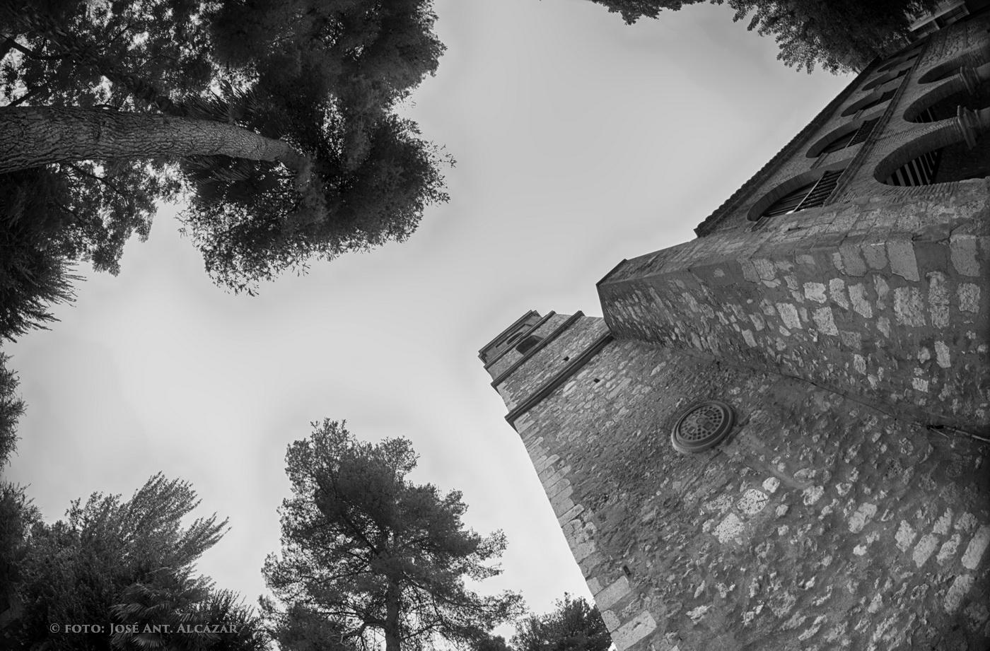 Torre de la Iglesia de Santa María (Daimiel) realizada con un gran angular