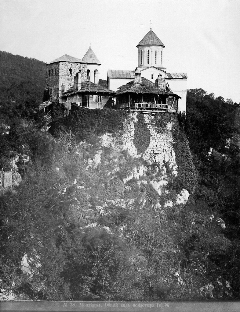 Окрестности Кутаиса. Собор и монастырь Св.Мучеников Давида и Константина