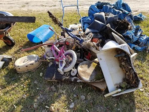 20181024.cleanup.sprucegroveperimeter.garagesouthcorner.junkpile2
