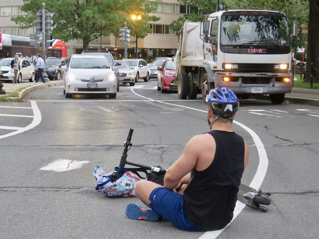 Man blocks traffic to protest city's negligence in protecting people
