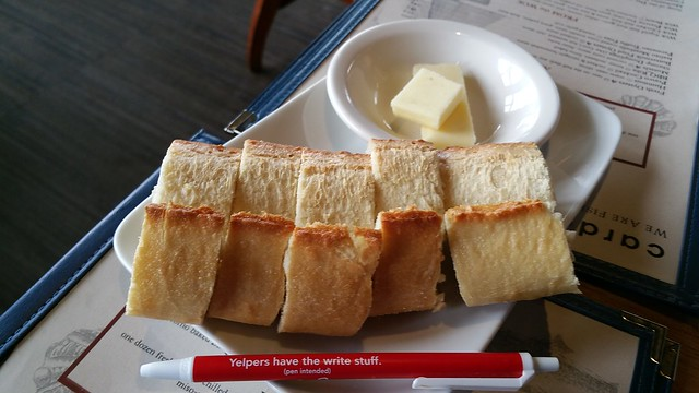2018-Oct-3 Cardero's - complimentary bread
