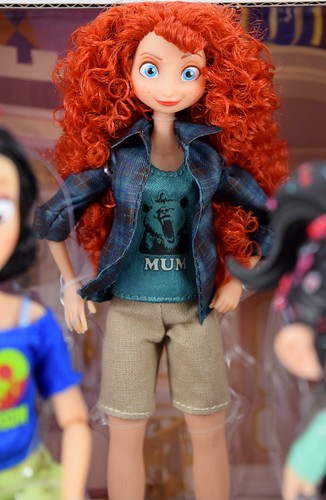 Vanellope with Princesses from Ralph Breaks the Internet Doll Set - Disney Store Purchase - Inner Box - Closeup of Merida