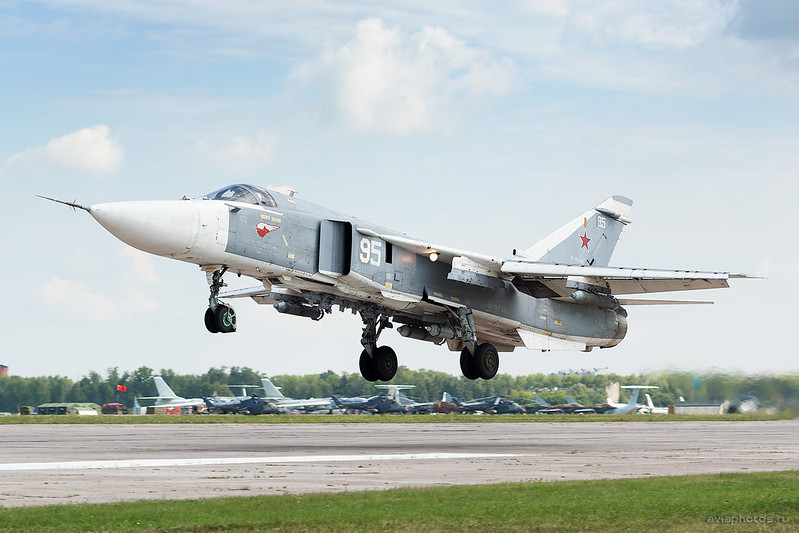 Sukhoi_Su-24M_RF-95088_95white_Russia-Airforce_007_D801260