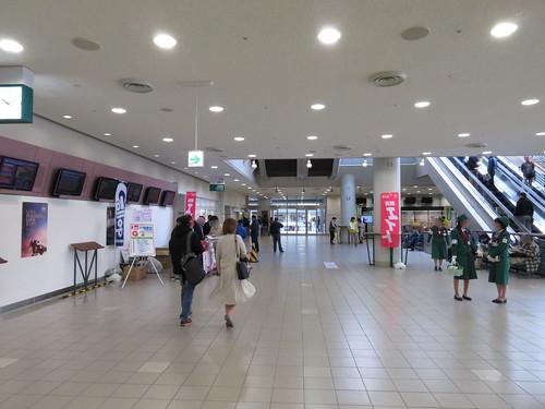 福島競馬場のパドック側コンコース