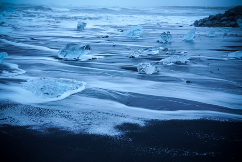 Diamond Beach waves - Glacier Lagoon 2 Day Tour. Photographer Scott Drummond