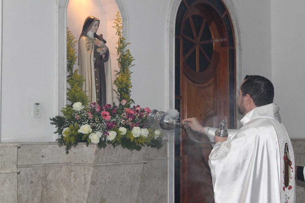 Novena em honra à Santa Teresinha agita bairro do Cumbica