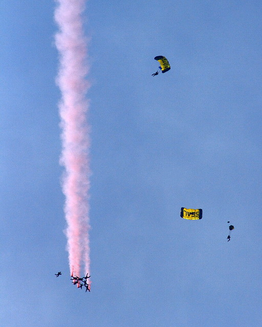 IMG_1873 US Army Golden Knights and US Navy Leap Frogs