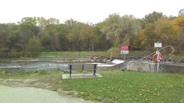 Weir again #toronto #homesmithpark #humberriver #fall #autumn #path #green #weir #latergram