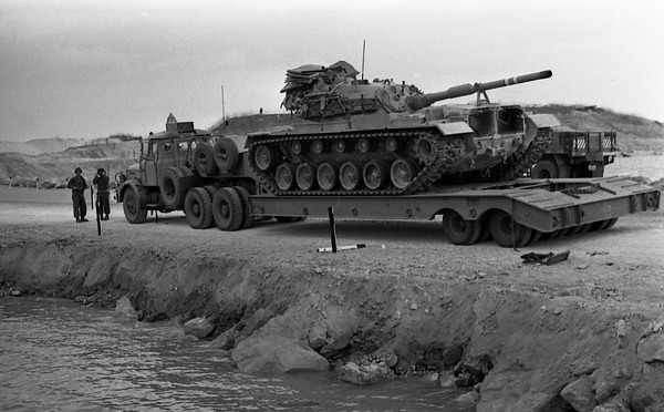 Scammell-Contractor-carries-M48-from-canal-area-1974-hhe-2-israel-sun
