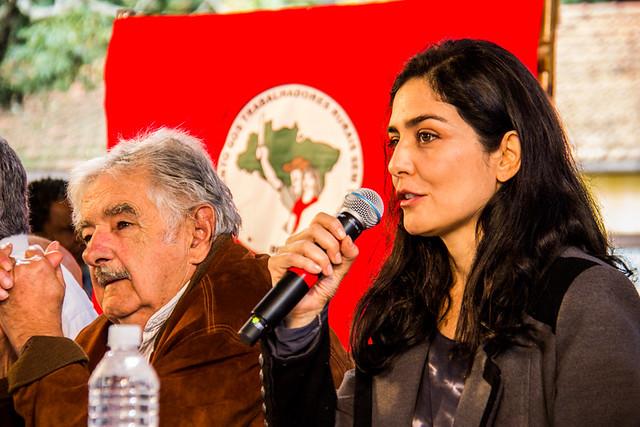 A atriz Letícia Sabatella é reconhecida como militante dos direitos humanos e da democracia - Créditos: Comunicação MST