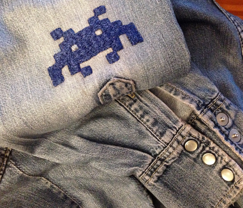 Embroidery / space invaders