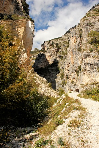Gole di San Martino - Sentiero di accesso alla gola/Gorges of San Martino - Path of access to the gorge