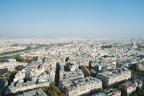 sprawling Paris
