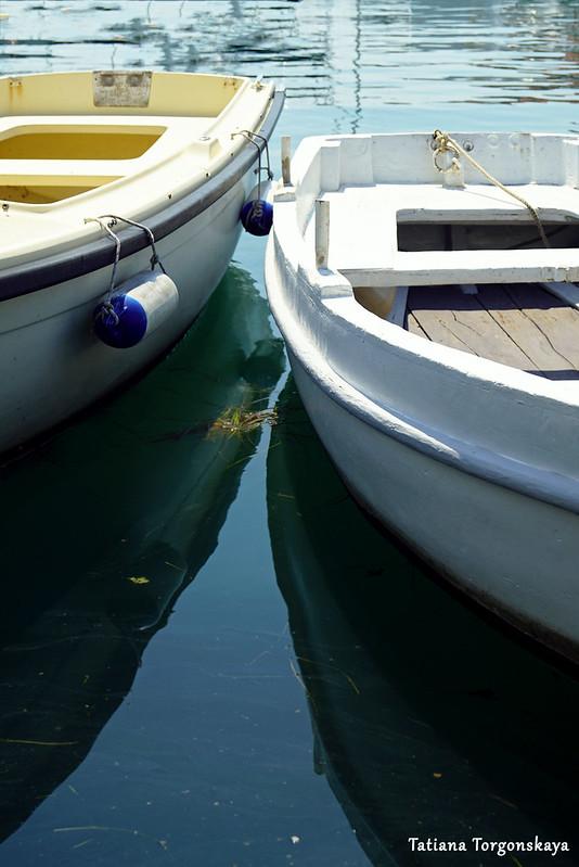 Небольшие рыбацкие лодочки