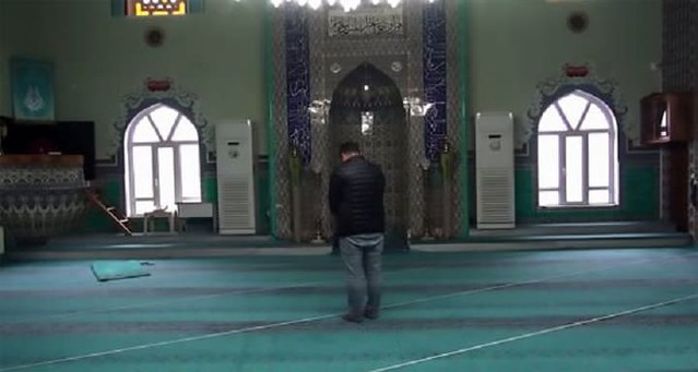 4733 Imam Discovers that people had been praying in the wrong direction for 37 years 02