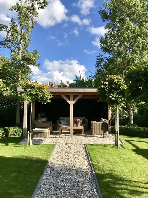 Overkapping loungeset landelijke tuin