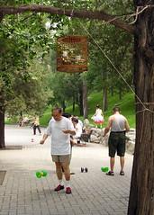 Evenwicht houden in het park (1)